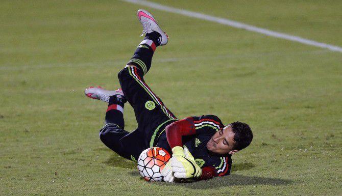 Guillermo Ochoa es parte de una lista de 32 jugadores de la selección de México. (AP/JOHN BAZEMORE)