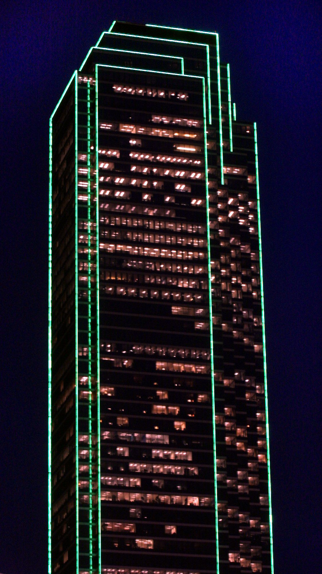 For most of its more than 30 years, the 72-story Bank of America Plaza tower has been outlined in green lights.