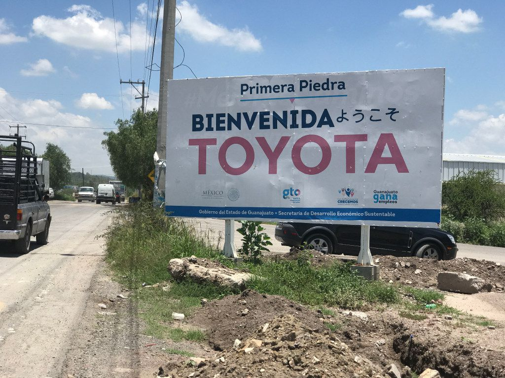 "On the road to Obrajuelo, a sign reads ""Welcome Toyota"" in Spanish and Japanese. ORG XMIT: DMN1708162337584164"