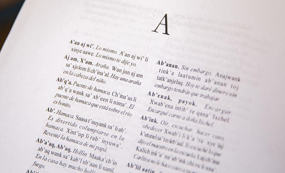 Slosser se hizo de un diccionario q'eqchi' al español, que entregó a sus alumnos para ayudarlos a traducir de su idioma a otro y luego al Inglés.
