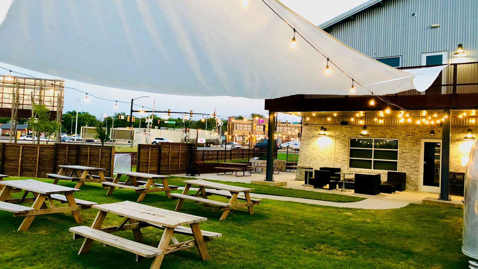 Berry Street Ice House in Fort Worth has picnic seating outdoors.