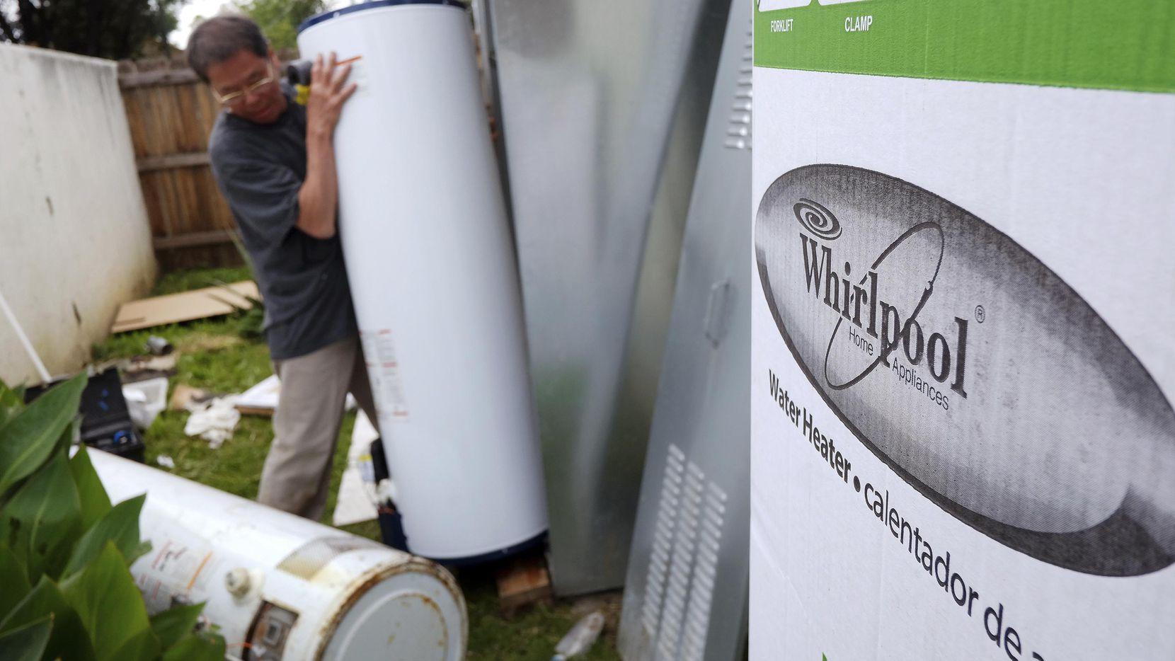 Un tanque para calenar agua de la marca Whirlpool.(AP)