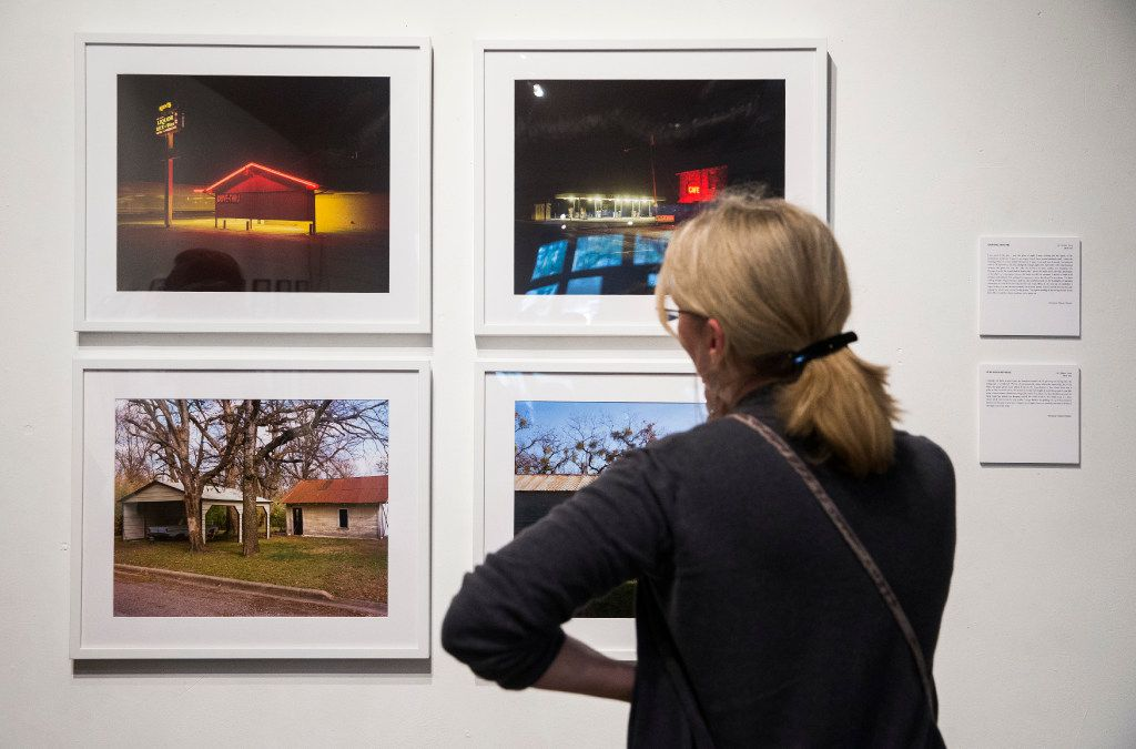 Writer Robin Turner looks at photographs by actor and photographer Jason Lee at Kettle Art Gallery in Dallas.