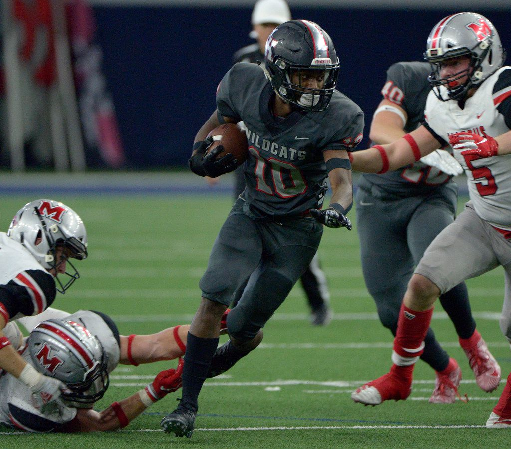 Lake Highland Dreveon Eatmonds (10) runs upfield past Flower Mound Marcus' Michael Carignan (5) in the second half of a Class 6A Division II area round high school playoff football game between Flower Mound Marcus and Lake Highlands, Saturday, Nov. 23, 2019, in Frisco, Texas. (Matt Strasen/Special Contributor)