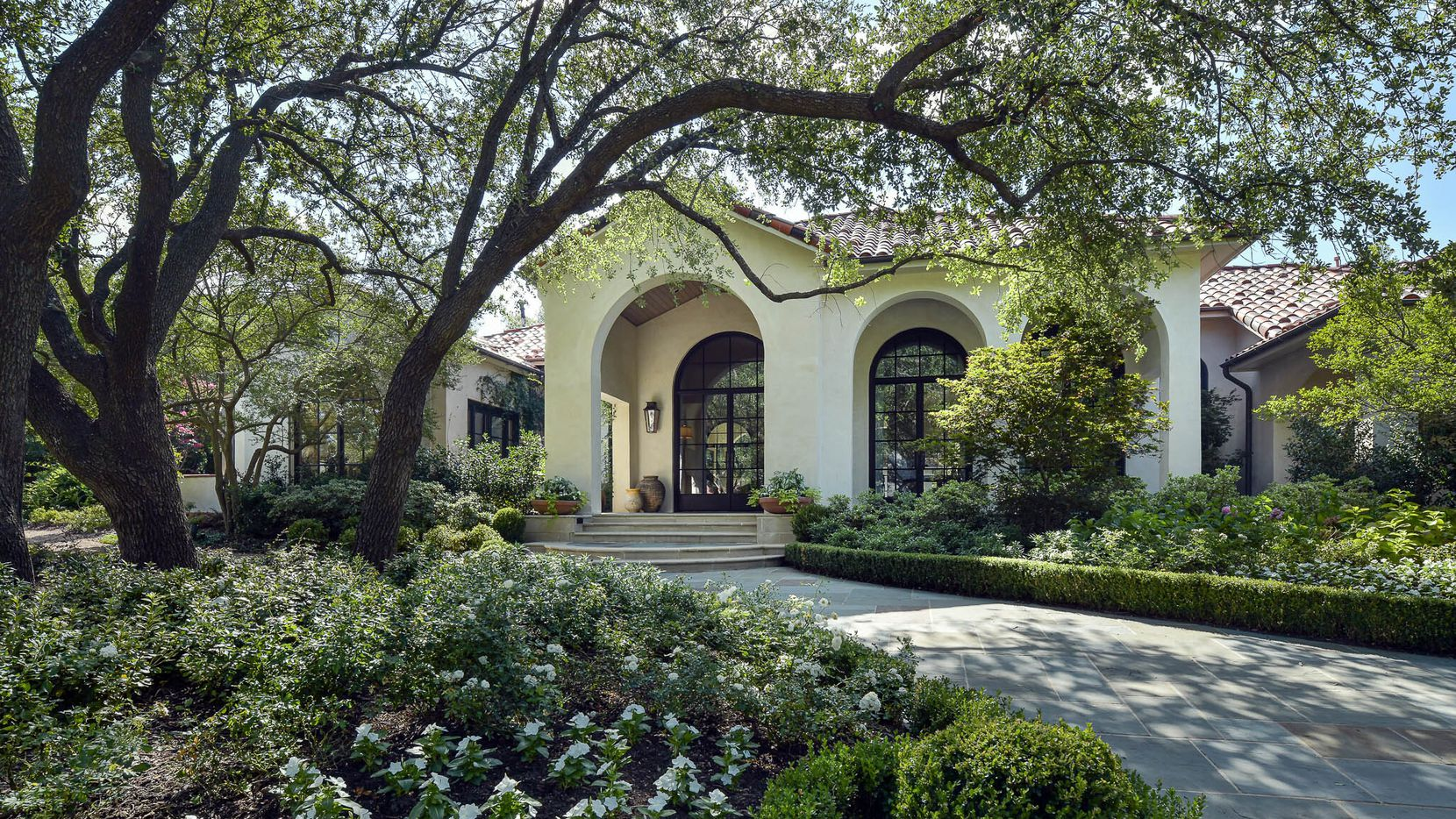 Take a look at the home at 27 Robledo Drive in Dallas.