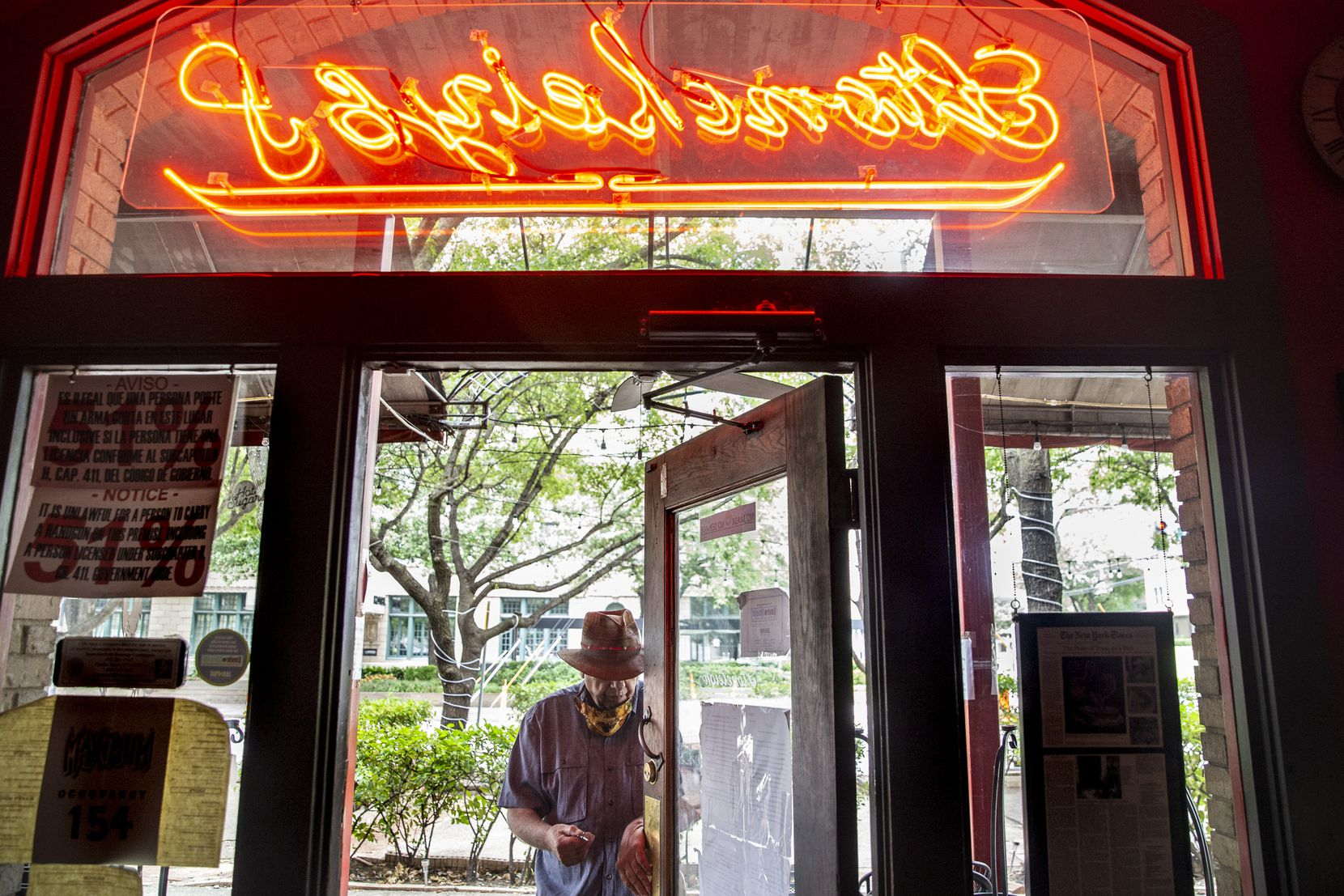 Owner Tom Garrison prepared to lock up his Oak Lawn bar, the Stoneleigh P, on Friday.