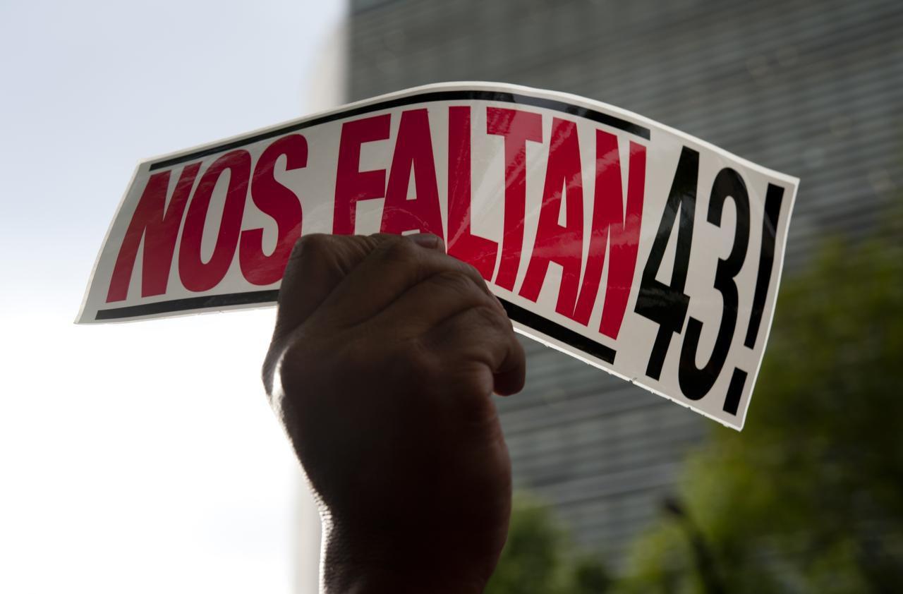 El grupo de expertos pidió la salida del jefe investigador de la Fiscalía al que acusan de varias irregularidades en el caso Ayotzinapa. (AFP/GETTY IMAGES/YURI CORTEZ)