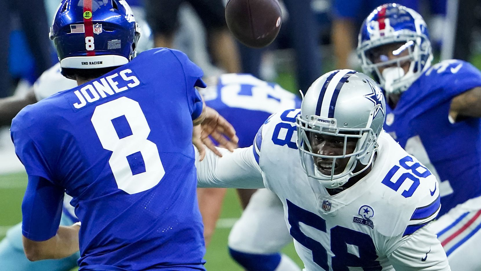 New York Giants quarterback Daniel Jones (8) gets off a pass under pressure from Dallas Cowboys defensive end Aldon Smith (58) during the second quarter of an NFL football game at AT&T Stadium on Sunday, Oct. 11, 2020, in Arlington. (Smiley N. Pool/The Dallas Morning News)
