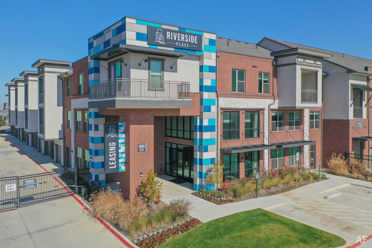 A California investor bought the Riverside Place apartments in Grand Prairie.