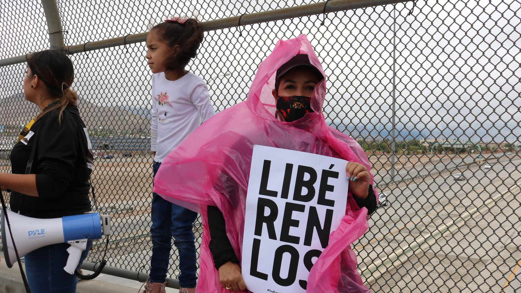 Lourdes Vázquez holds a banner at a demonstration by the Border Network for Human Rights group calling for the release of migrant children being held at Fort Bliss in El Paso. To one side is Dulce Carlos, 29, holding a megaphone, and her 7-year-old daughter Myriam Chavarría.