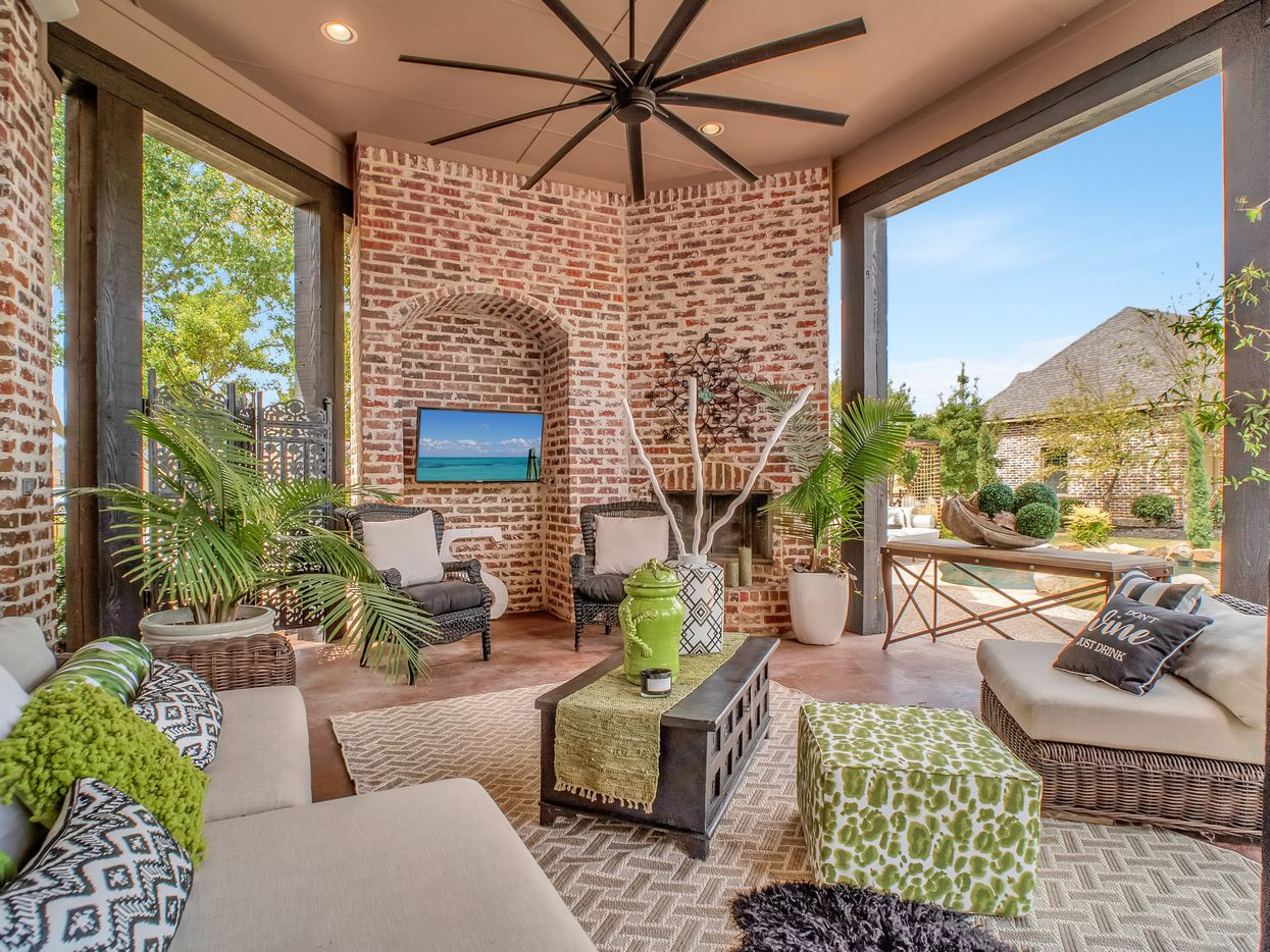 Situated on more than an acre in the Prosper neighborhood of Whispering Farms, this 2005 build has been recently updated with modern finishes and an on-trend color palette. 2721 Lakeview Drive has four bedrooms, four bathrooms and one half-bathroom in its 5,647 square feet. The home is owned by a designer who updated the entire home.