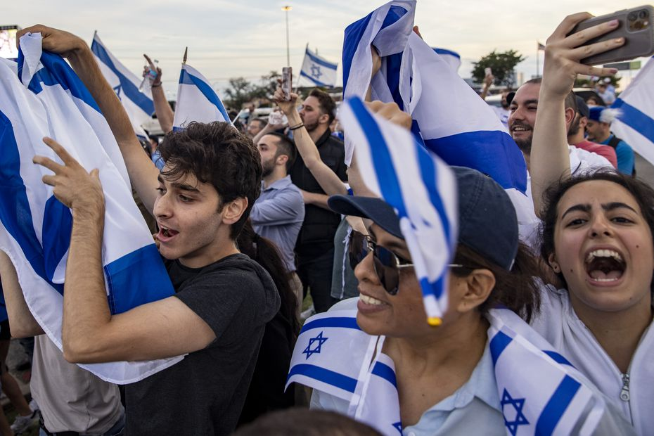 Hundreds of demonstrators attend the Israeli side of a demonstration on Preston Road in Far North Dallas on Wednesday.