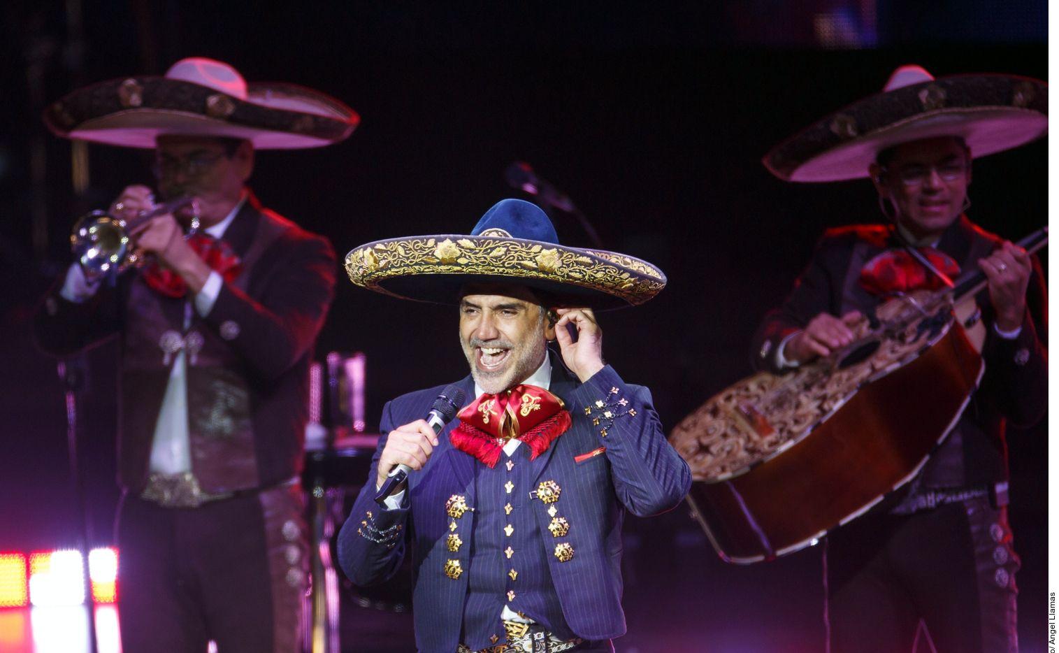 """Alejandro Fernández dijo que """"le vale"""" lo que se diga de su padre, Chente, sobre su rechazo a un trasplante por si el donante era gay. Foto de Agencia Reforma"""