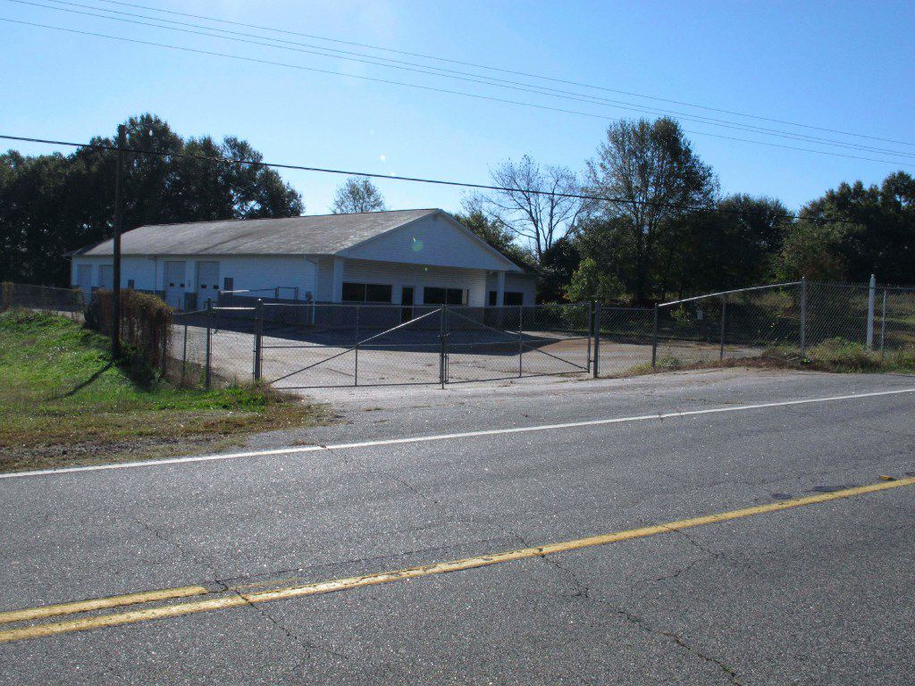 FILE - In this Oct. 24, 2013 file photo, the building that once housed Superbike Motorsports sits empty in Chesnee, S.C. The building has been abandoned since four people who worked in the shop were shot to death in Nov. 2003. Officials say the man arrested after authorities found a woman chained on his property in rural South Carolina killed four people and 3 other bodies were found on his property. Sheriff Chuck Wright said Saturday, Nov. 5, 2016, that his confession solved a 13-year-old case. Todd Christopher Kohlhepp confessed he was the shooter who killed four people at the motorcycle shop in Spartanburg County in 2003, Wright said. (AP Photo/Jeffrey Collins, File)