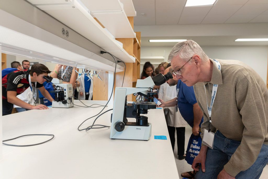 George Dreher viewed the brain neurons of a mouse while touring the Peter O'Donnell Jr. Brain Institute at UT Southwestern Medical Center on Saturday.