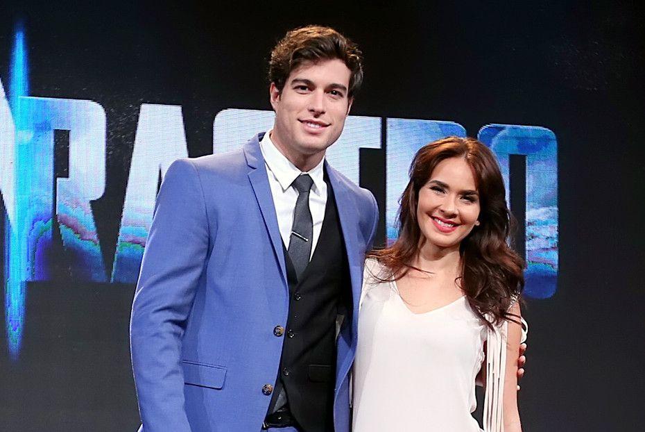 El ecuatoriano Danilo Carrera (izq.) estelariza con Adriana Louvier (der.) la telenovela Sin Rastro de Ti. /AGENCIA REFORMA