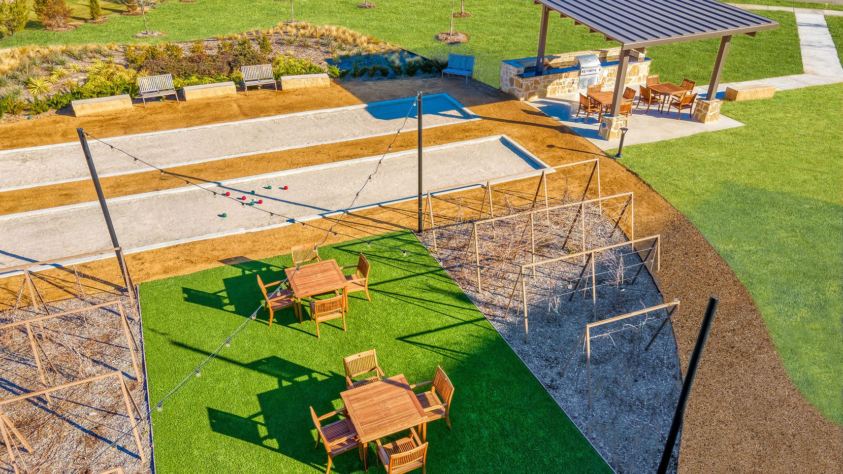 Gatherings at Mercer Crossing is close to MacArthur Crossing and DFW International Airport. Condos are priced from the low $300s.