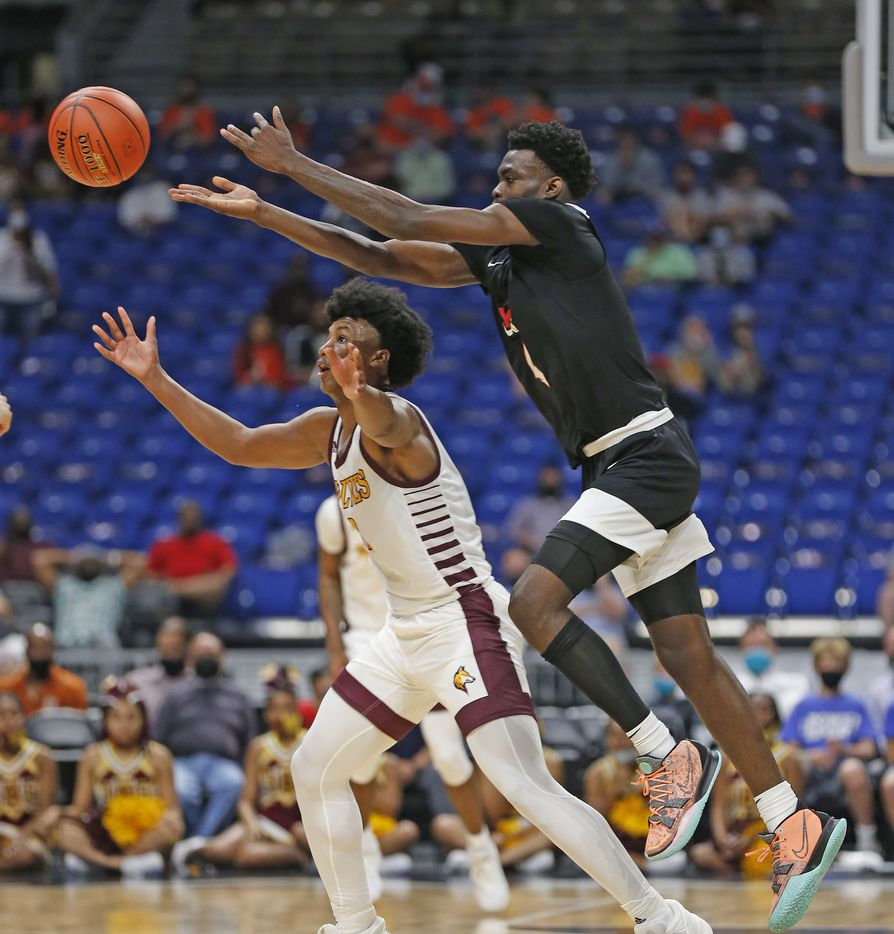 Dallas Kimball Kyron Henderson #4 tries for a steal on Beaumont United Wesley Yates III #3. UIL boys Class 5A basketball state championship game on Friday, March 12, 2021 at the Alamodome.