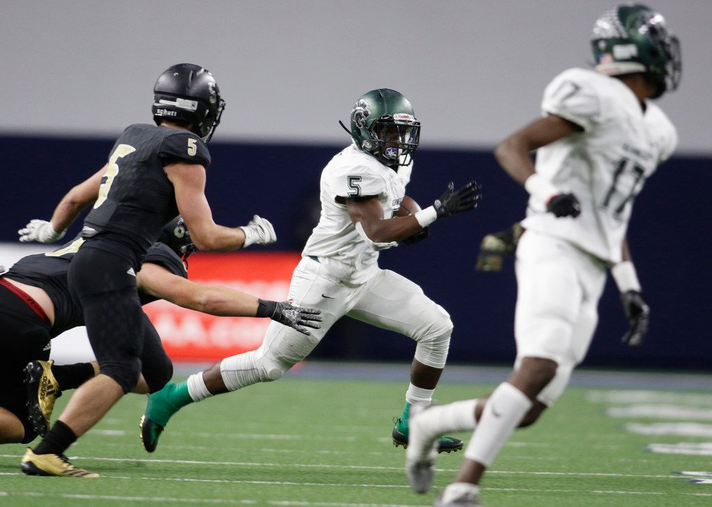 Kennedale running back Jaden Knowles (5) races out of the backfield as he is pursued defensively by Kaufman linebacker Michael Glick (5) during a first half rushing play. The two teams played their Class 4A Division l Region ll final football game at The Star in Frisco on December 8, 2017. (Steve Hamm/Special Contributor)