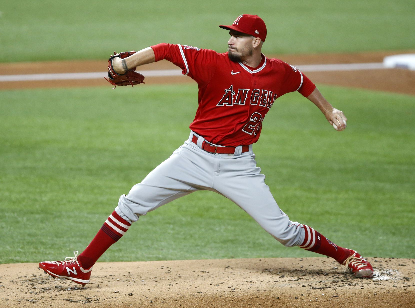 Los Angeles Angels starting pitcher Andrew Heaney (28) throws against the Texas Rangers during first the inning at Globe Life Field in Arlington, Texas, Tuesday, September 8, 2020. (Tom Fox/The Dallas Morning News)