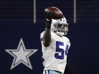 El apoyador de los Cowboys de Dallas, Jaylon Smith (54), sumó 134 tacleadas en la temporada 2020 de la NFL.