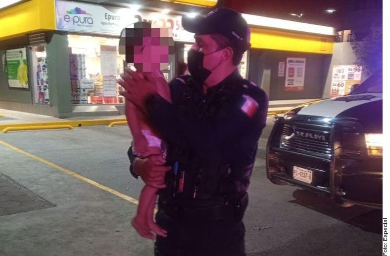 Policía de Guadalupe, Nuevo León, hallaron a un bebé de 2 años que vagaba solo durante la madrugada del jueves.