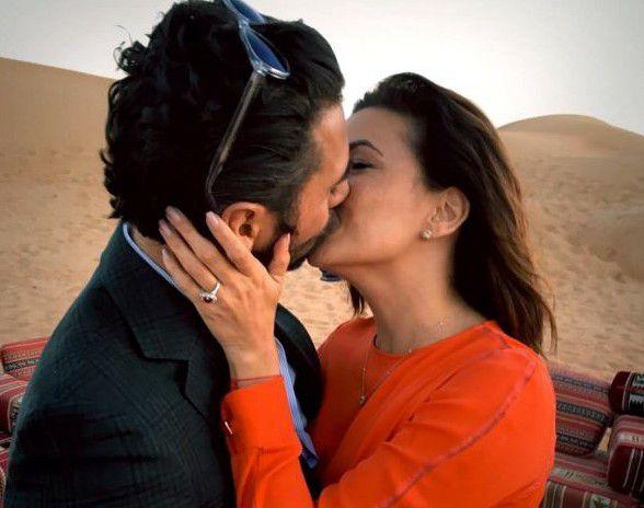 Eva Longoria compartió una foto del anillo de compromiso que le entregó José Bastón en el desierto de Dubai./ AGENCIA REFORMA