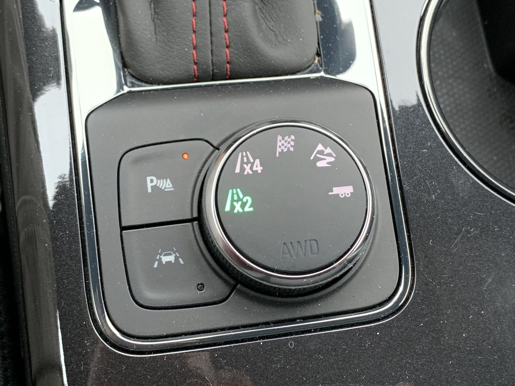 The driving mode selector knob on the console.