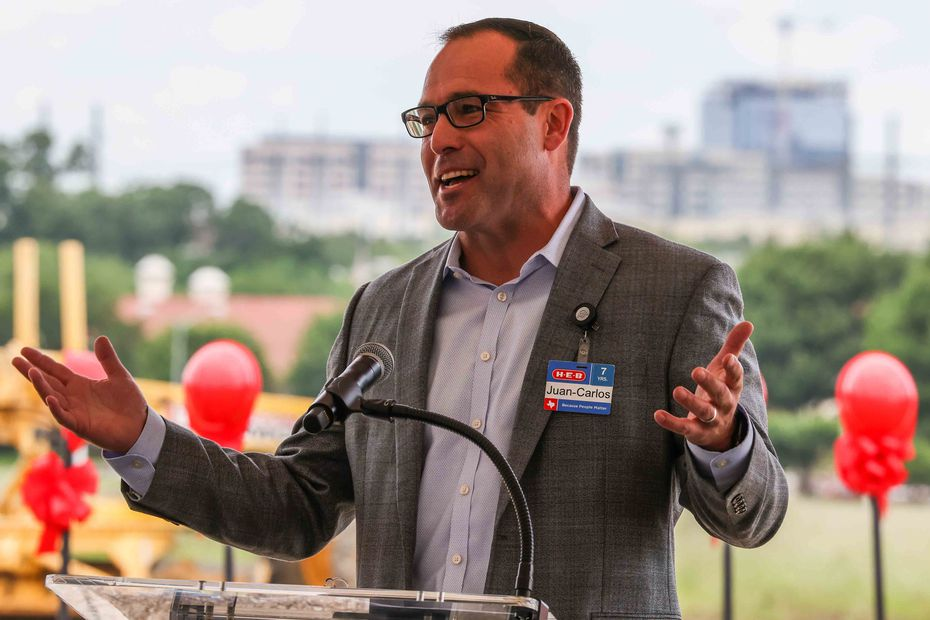 Executive vice president Juan-Carlos Rück at the groundbreaking ceremony for the Plano H-E-B store.
