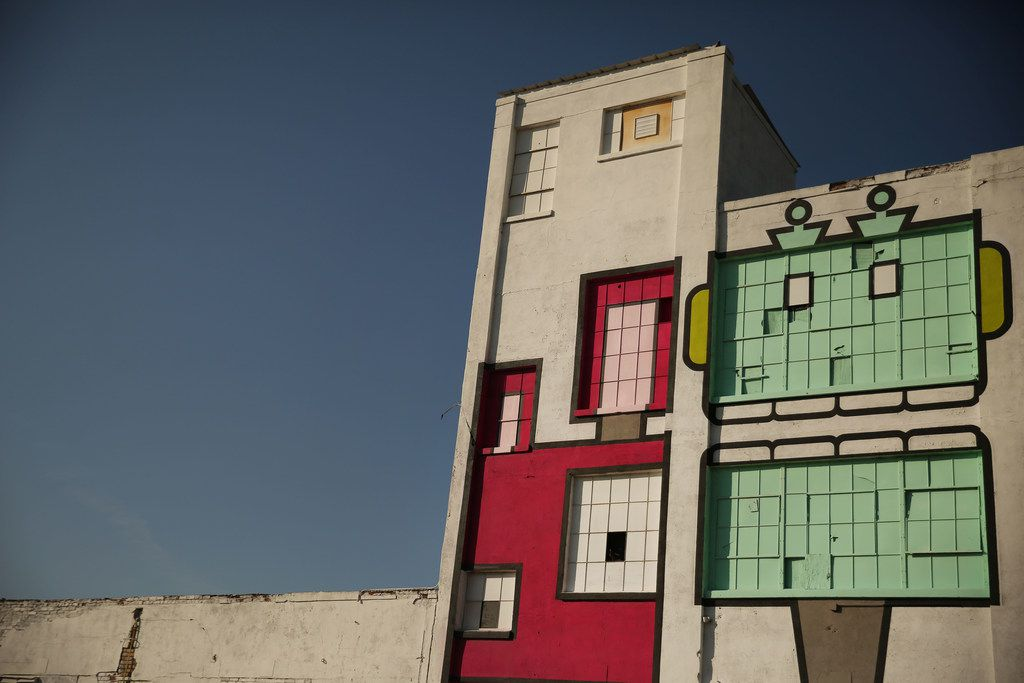 Robot murals cover the side of a building in Deep Ellum.