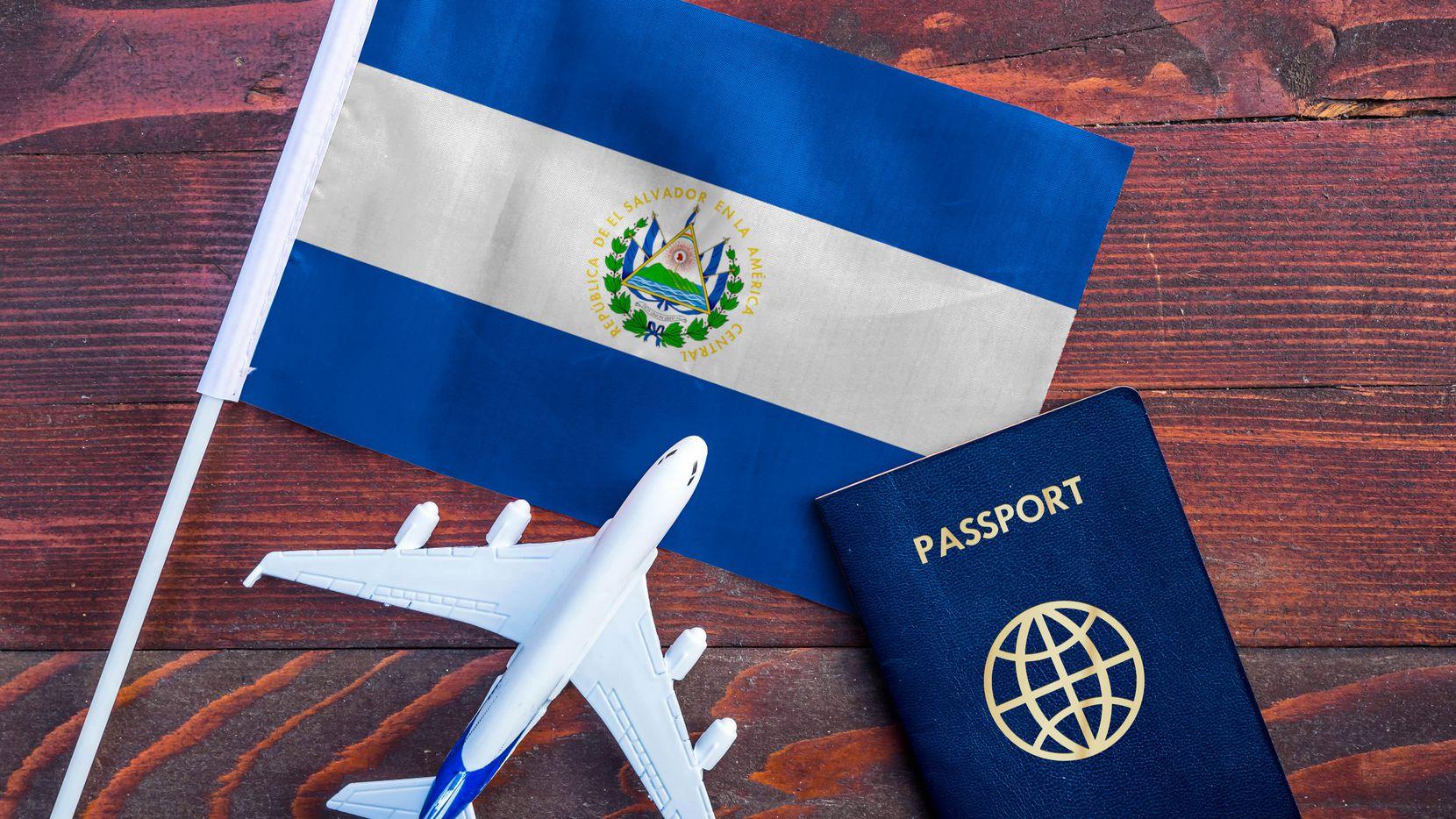 Se pueden realizar tres trámites diferentes de expedición de pasaporte en el Consulado de El Salvador en Dallas.