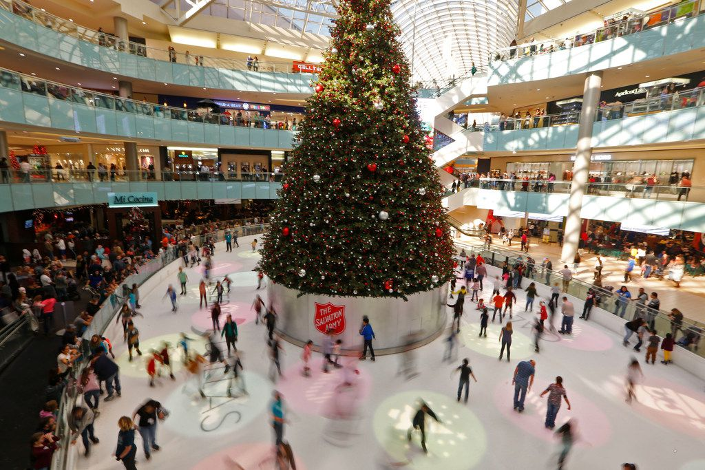 Dallas shoppers plan to spend $667 on holiday purchases, more than the national average of $637.