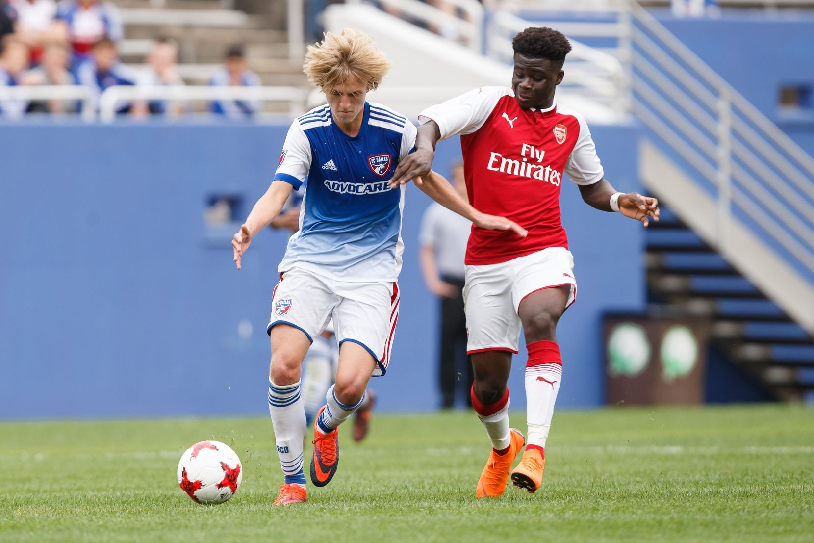 Thomas Roberts (left) faces Arsenal while playing for the FC Dallas U19s in the 2018 Dallas Cup.