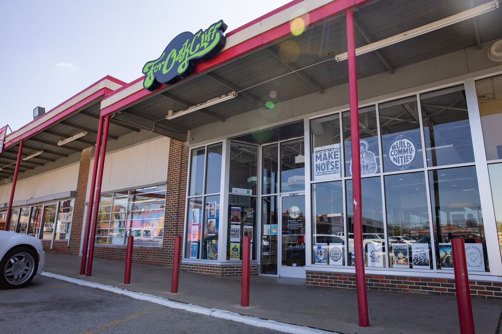 The For Oak Cliff nonprofit has operated since 2017 out of the Glendale Shopping Center, less than a mile north of the old Moorland YMCA.  The nonprofit will continue using this storefront for some of its activities. The shopping center space is special to Toynes because it is near the store his grandfather owned while Toynes was growing up.