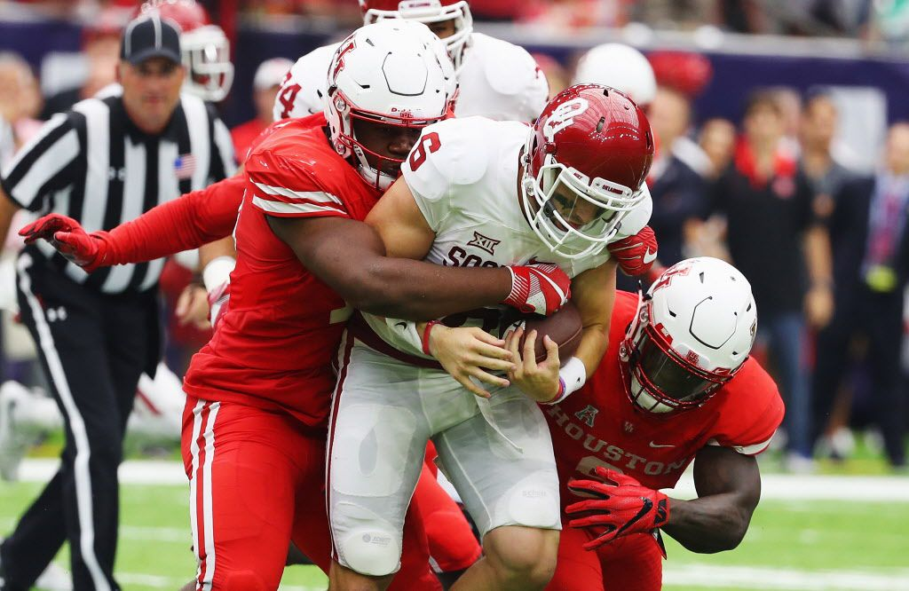 HOUSTON, TX - SEPTEMBER 03:  Baker Mayfield #6 of the Oklahoma Sooners is tackled by a group of Houston Cougars in the first half of their game during the Advocare Texas Kickoff on September 3, 2016 in Houston, Texas.  (Photo by Scott Halleran/Getty Images)
