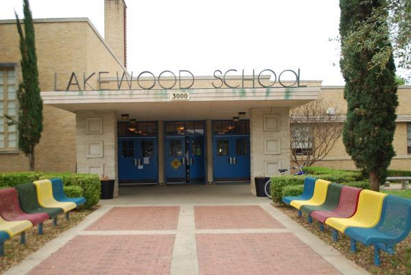 La fachada de Lakewood Elementary School en Dallas.