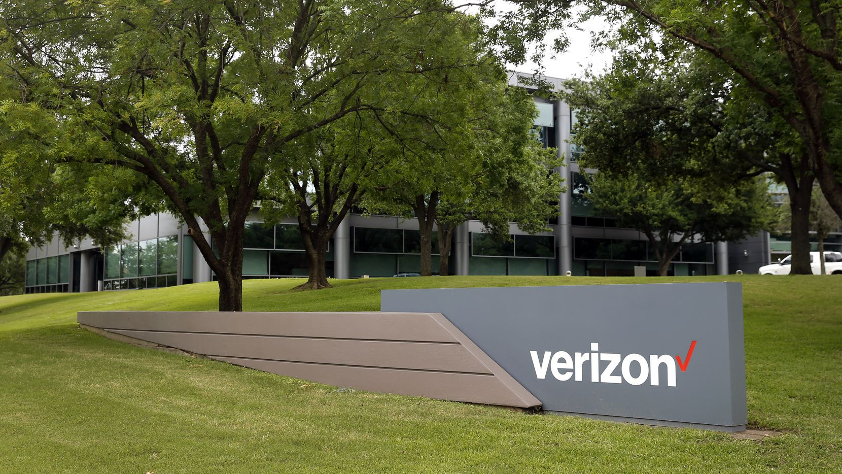 The Verizon campus at 600 Hidden Ridge in Irving was built in 1990. (Tom Fox/The Dallas Morning News)