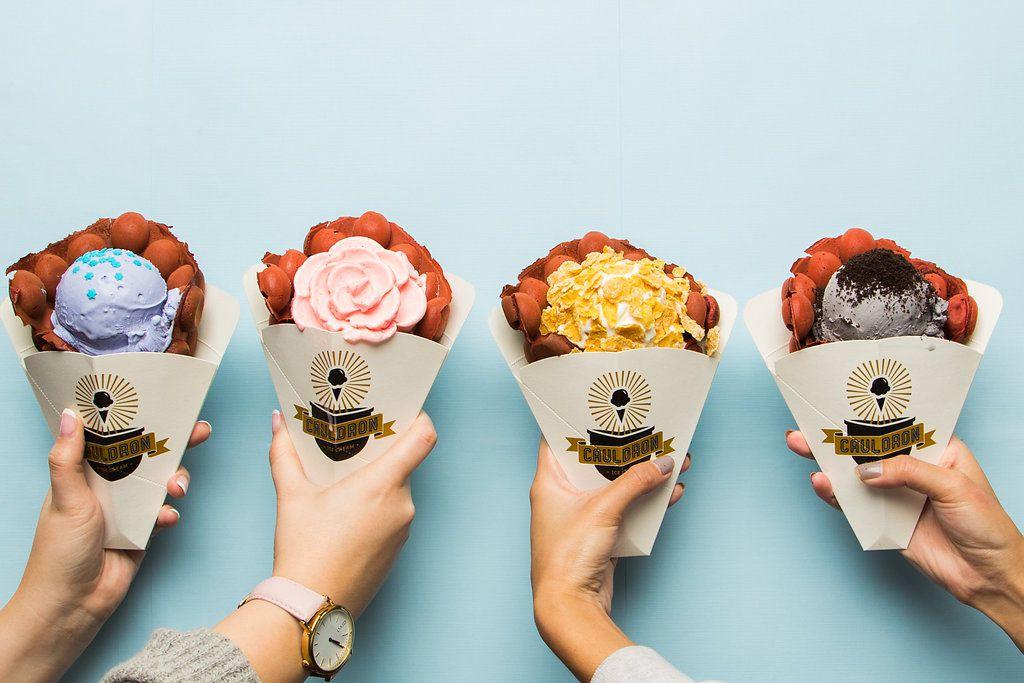 Cauldron Ice Cream sirve sus nieves en forma de flores. Cortesía de Cauldron Ice Cream.