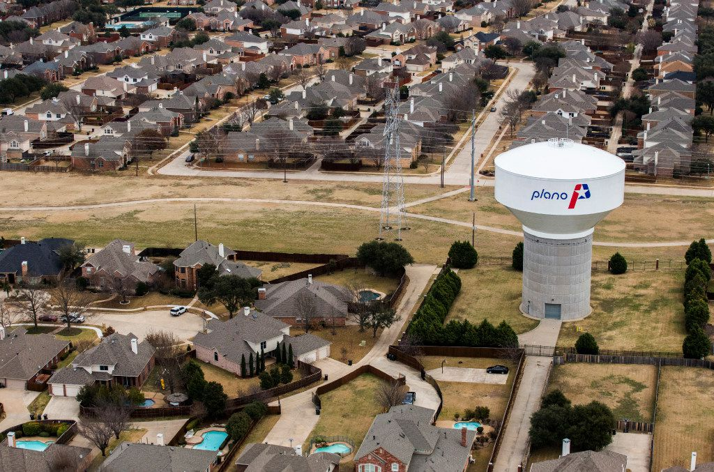 A water tower near High Mesa Drive in Plano.