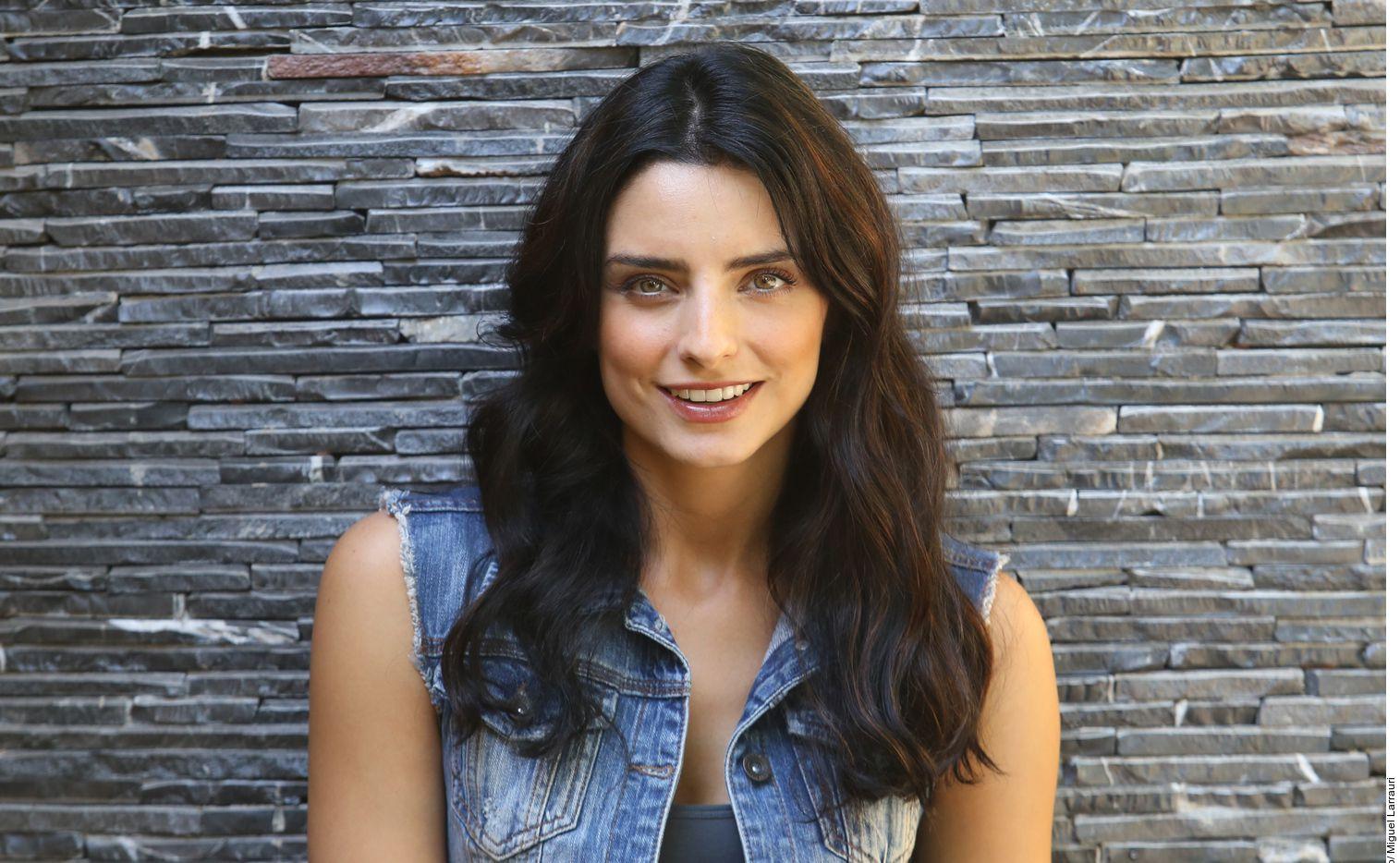 Aislinn Derbez busca balancear su rol como madre y sus papeles ante las cámaras.
