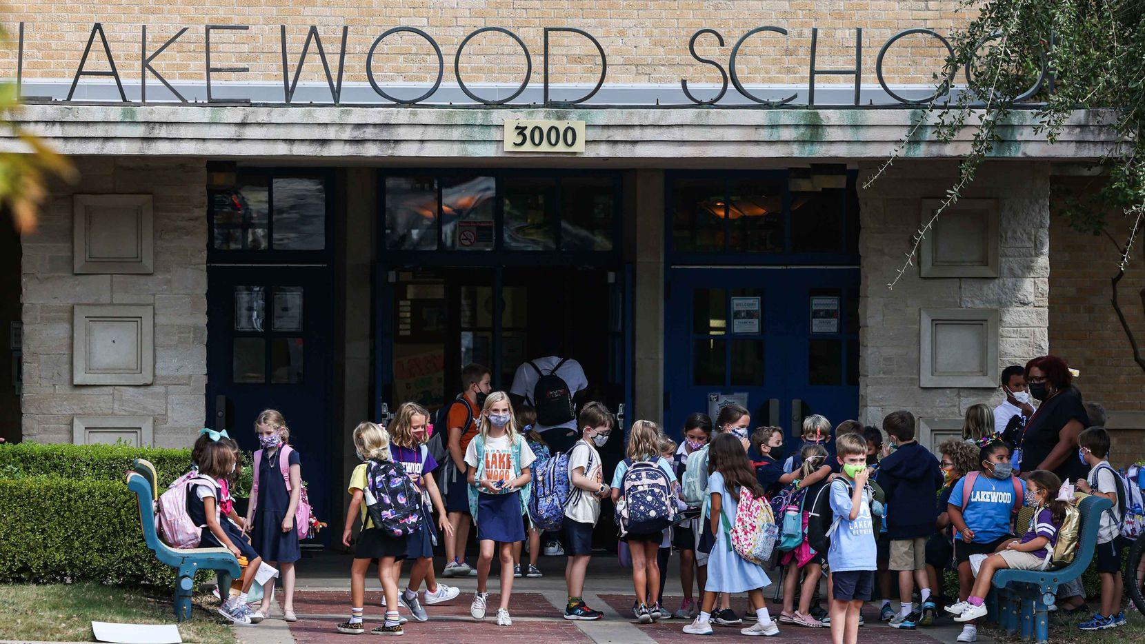La primaria Lakewood es una de las escuelas con maestros más destacados por el programa TEI, también es una de las escuelas más blancas del distrito escolar de Dallas.