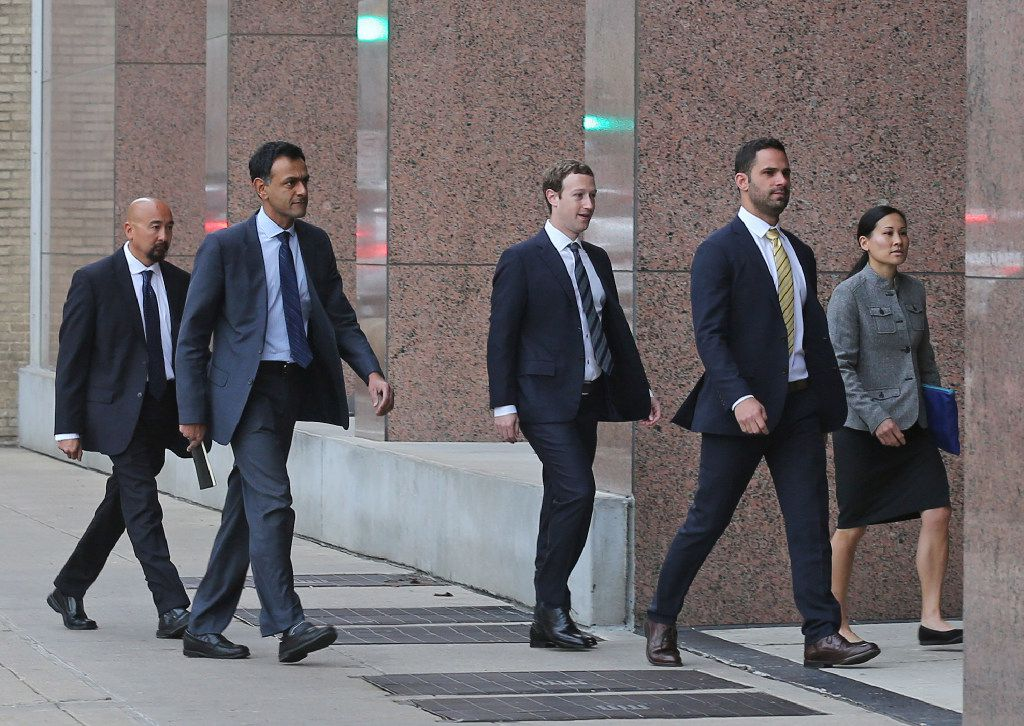Facebook CEO Mark Zuckerberg arrives with his entourage at the Earl Cabell Courthouse in Dallas to testify in an intellectual property lawsuit on Tuesday, January 17, 2017. (Louis DeLuca/The Dallas Morning News)