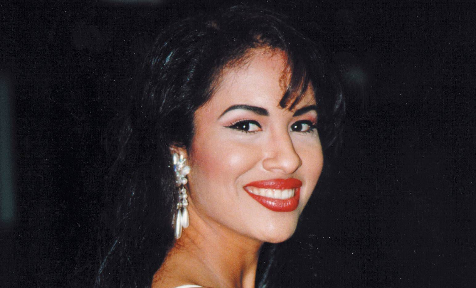 20 Years Later Selenas Father Has Mixed Feelings About Fans