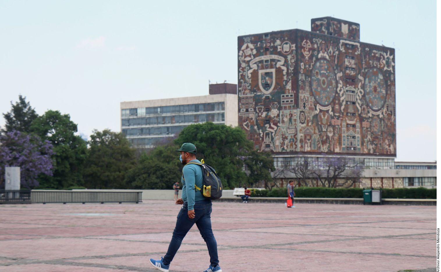 Víctor Flores Olea era director de la Facultad de Ciencias Políticas de la UNAM en la década de 197.