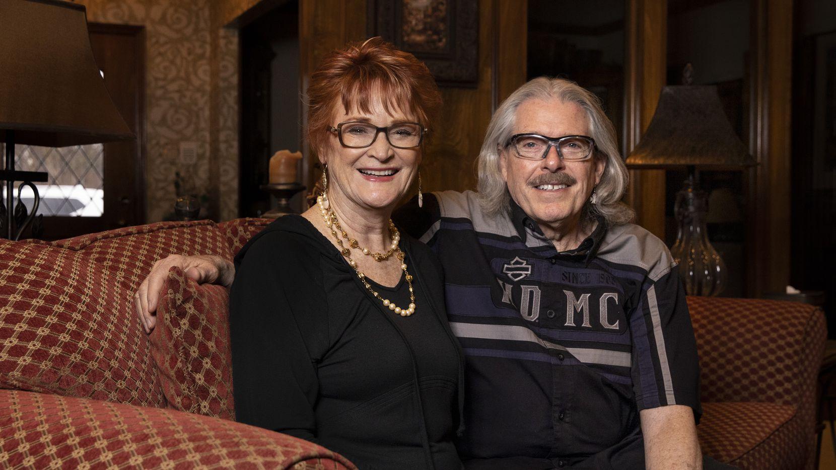 Anne y Jon Goodman desde su hogar en Fairview Texas. La pareja está retomando su cotidianidad previo a la pandemia una vez que han sido vacunados.