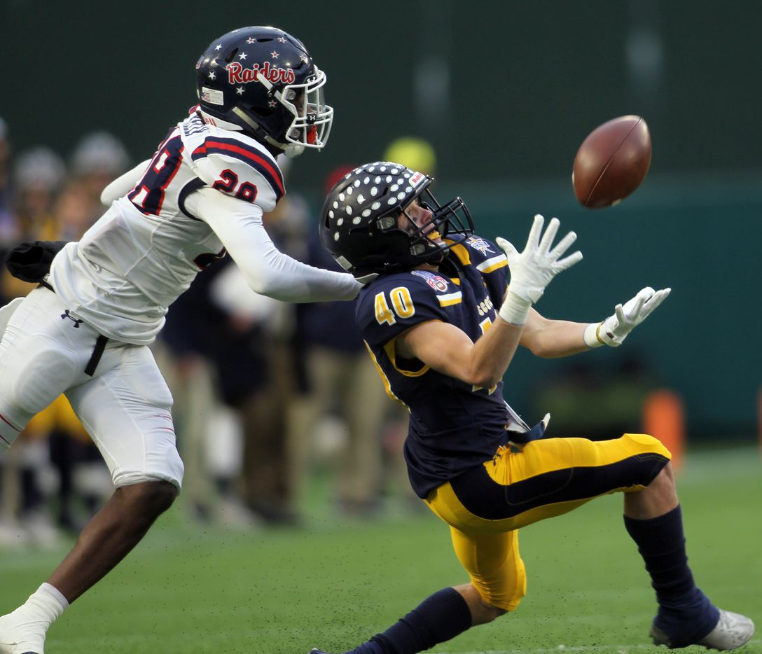 Highland Park receiver Grayson Shrank (40) pulls in a long first quarter pass in front of Denton Ryan defensive back Kaden Kelly (28) during first quarter action. The two teams played their Class 5A Division l Region ll final football playoff game at Globe Life Park in Arlington on January 1, 2021. (Steve Hamm/ Special Contributor)