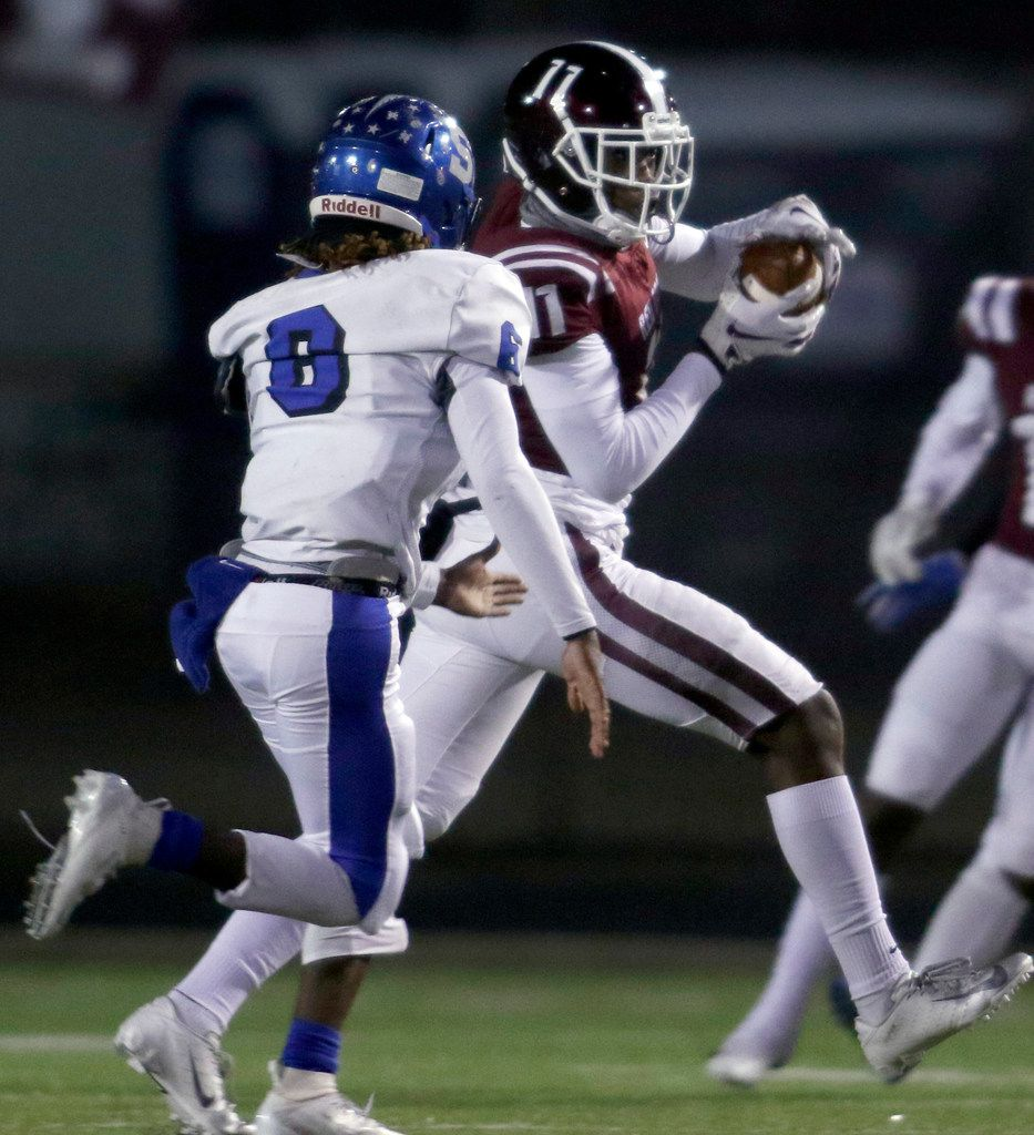 Red Oak receiver Demetric Chatman (11) pulls in a reception as Seagoville defensive back  LaKelsey Chatman (6) defends during first half action. The two teams played District 6-5A Division ll football game at Billy Goodloe Stadium in Red Oak on November 7, 2019. (Steve Hamm/ Special Contributor)