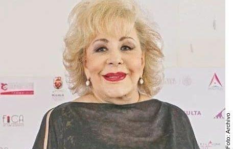 Diversos medios publicaron que habían hospitalizado a Silvia Pinal, pero su familia desmiente la historia y aseguran que la actriz está estable de salud.