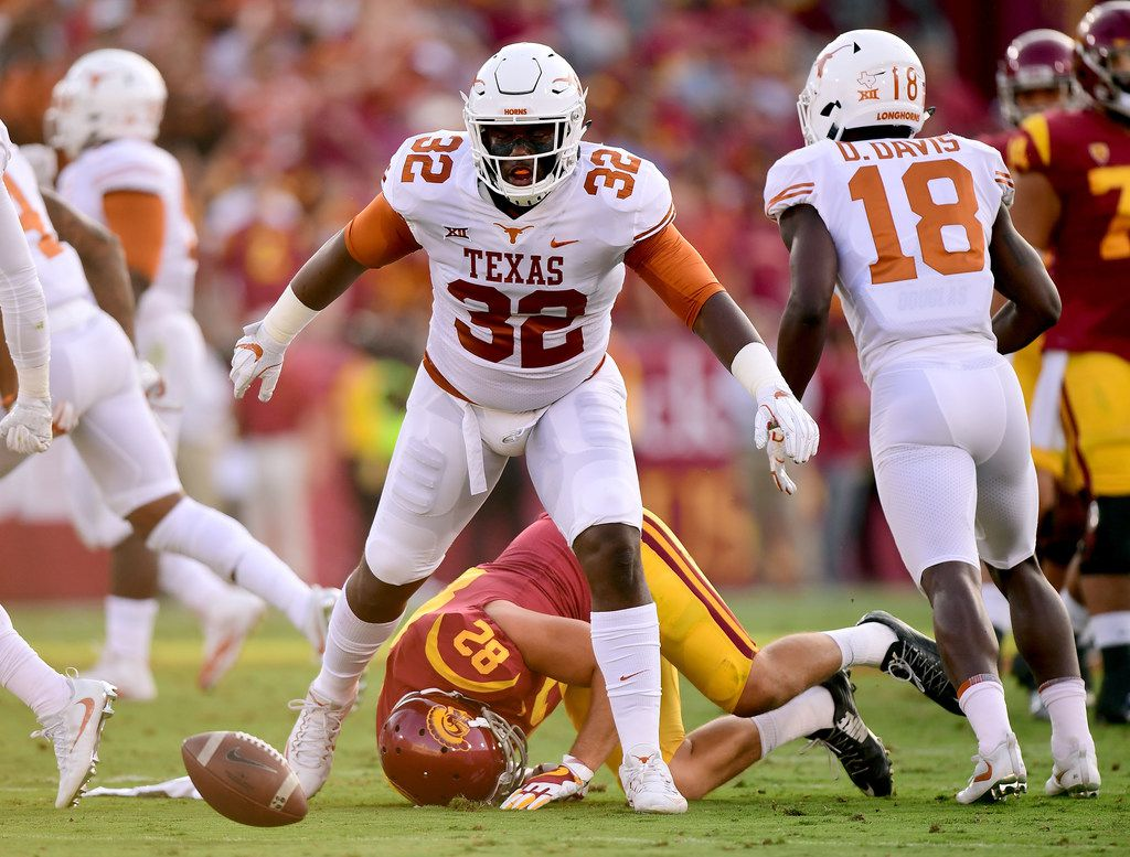 LOS ANGELES, CA - SEPTEMBER 16:  Malcolm Roach #32 of the Texas Longhorns reacts after an incompletion to Tyler Petite #82 of the USC Trojans resulting in fourth down during the first quarter at Los Angeles Memorial Coliseum on September 16, 2017 in Los Angeles, California.  (Photo by Harry How/Getty Images)