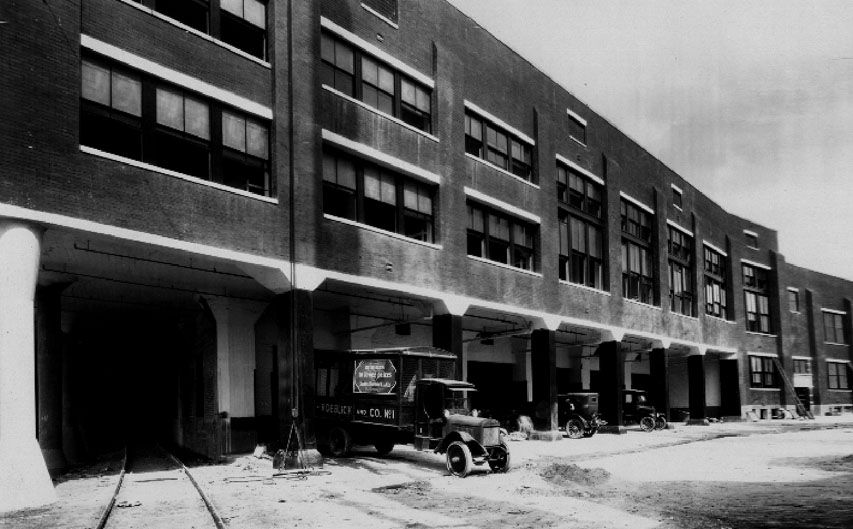 A 1920s photo of Sears' Lamar Street warehouse shows the railroad tunnel through the building that would be converted into a retail arcade.